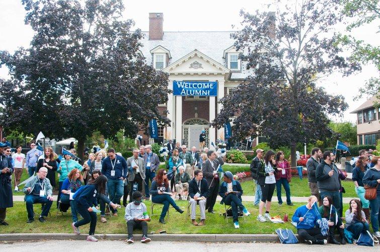 Alumni and students watching Homecoming parade